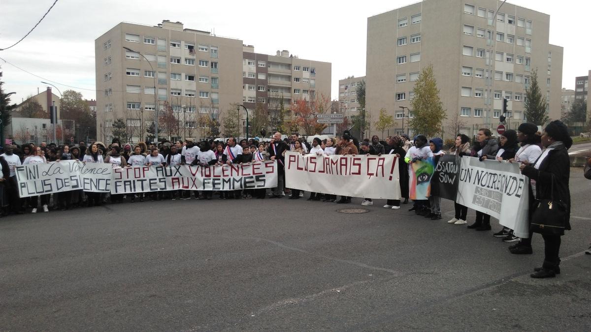 12/11/2016 - marche blanche pour Aïssatou
